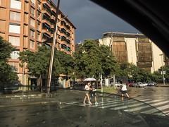 Colors que enamoren... (Gelsauc) Tags: rain pluja contrast color sabadell