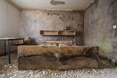 LÜFTEN NICHT VERGESSEN (danieljakob22) Tags: art tamron nikon exploring urbanexploration urbex decayphotography decay verfall verlassen trespassing abandoned ddr fdgb bedroom schimmel moldy mold
