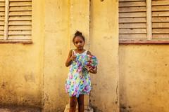LA HAVANE : COMME TOUS LES ENFANTS DU MONDE (pierre.arnoldi) Tags: cuba lahavane photoderue portraitdenfant photooriginale photocouleur photodevoyage pierrearnoldi photographeroninstagram photographerontumblr on1photoraw2018 canon60d objectifsigma