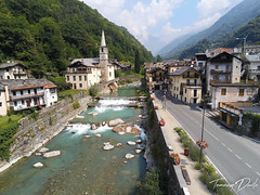 Fontainemore. (Tommaso Davite) Tags: anafi drone parrot 4k 21mp fontainemore lys fiume torrente river bridge church street road acqua water sky cielo mountain mountains montagna montagne landscape landscapes paesaggio paesaggi paese