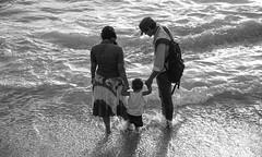 'அன்னை தந்தையே உறவின் எல்லை..' (Ramalakshmi Rajan) Tags: nikon nikond5000 nikkor18140mm beach srilanka travel people sea water waves blackandwhite bw blackwhite kid