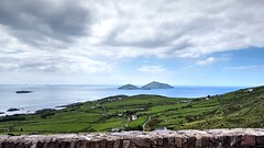 Skellig Islands (Raúl Alejandro Rodríguez) Tags: nwn islas mar sea cultivos crops agricultura agriculture colinas hills caminos roads costa coast seabord rocas rocks islands skellig kerry county irlanda ireland