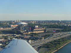 201806024 AA3815 PIT-LGA New York City Queens (taigatrommelchen) Tags: 20180625 usa ny newyork newyorkcity nyc queens sky icon city stadium aerial view photo highway airplane inflight wing aal eny