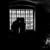 Le baiser dans la tour (fyve) Tags: camargue pentax k1ii fyve pentaxart dfa2470 nb noir blanc noiretblanc bw black white blackandwhite monochrome woman femme
