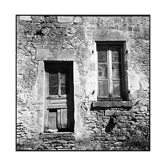 facade • vezelay, burgundy • 2016 (lem's) Tags: facade door window porte fenetre vezelay bourgogne burgundy rolleiflex planar