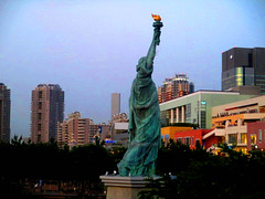 Tokyo_Odaiba_Island_82 (worldtravelimages.net) Tags: tokyo daiba odaiba island rainbowbridge fujitv statueofliberty worldtravelimages 2018