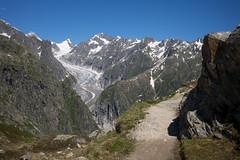 swiss alpine highway (Toni_V) Tags: m2408192 rangefinder digitalrangefinder messsucher leicam leica mp typ240 type240 35lux 35mmf14asphfle summiluxm hiking wanderung randonnée escursione wallis oberwallis valais fieschergletscher alps alpen switzerland schweiz suisse svizzera svizra europe trail wanderweg oberaarhorn wasenhorn glacier landscape landschaft niederwaldburghüttemärjelenseefiesch ©toniv 2018 180623