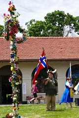 Midsummer pole and a Viking with the Norwegian flag (ali eminov) Tags: omaha nebraska parks turnerpark celebrations festivals scandinavianmidsummerfestival people vikings flags norway