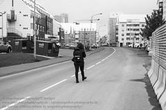 Reykjavik (Agentur snapshot-photography) Tags: island iceland isländisch isl reykjavik hauptstadt reykjavíkurborg effekt schwarzweiss blackwhite bw sw landschaft landscape landschaften landschaftsaufnahme stadtlandschaft stadt städte stadtansichten urbanlandscape personen besucher visitor visitors frau frauen woman women bevölkerung schnappschuss 012300 momentaufnahme strassenszene