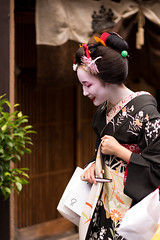 Greetings of the season (byzanceblue) Tags: 京都 gion maiko japan kyoto japanese dance woman girl female cute lovely beautiful beauty 舞妓 舞踊 geisha kimono traditional geiko kanzashi formal 祇園 black 花街 white color colour flower nikkor background people photo portrait professional lady lovery 芸妓 着物 bokeh 節分 red traditonal 奉納舞 祇園小唄 祇園甲部 tama