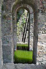 Les douves du fort de Bellegarde. (Claudia Sc.) Tags: architecture douve fort bellegarde pyrénéesorientales leperthus arche pont france