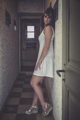 Lola (www.michelconrad.fr) Tags: rouge bleu canon eos6d eos 6d ef24105mmf4lisusm 24105mm 24105 femme modele portrait studio noir pose robe couloir melancolie chaussures blanc porte
