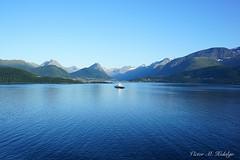 Crucero (Víctor M.H.) Tags: blue cruise summer sony2870 paz armonía sonya7 crucero