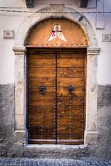 Portone a Sulmona (SDB79) Tags: sulmona abruzzo borgo porta portone architettura città