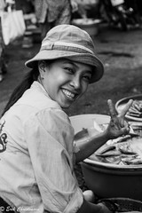 -c20170121-810_2777 (Erik Christensen242) Tags: 5 hồchíminh vietnam vn street vendor fish bw monochrome face smile portrait