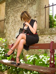 la lectrice (normamisslegs) Tags: lectrice lecture livre book read reader frenchgirl french élégance elegancy fashion nylon nylonstockings stockings rht vintage look glamour crossed legs heels highheels tacones talons talonshauts shoes addict parc garden féminité féminity