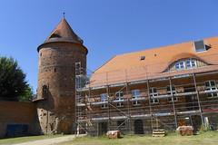 Hofanlage am Museum in Plau (Carl-Ernst Stahnke) Tags: turm museum plau gerüst instandsetzung backsteinbau