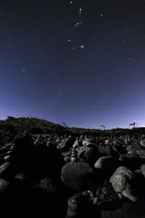 - Les Cairns - // Etang Salé (BAMB 974) Tags: cairn cairns nightscape nightphotography magicnight magicsky stars étoiles orion pléïades constellation etangsalé gouffre littoral bamb bamb974 réunion reunionisland indianocean îledelaréunion island laréunion