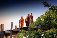 Monks Cross U Bein Bridge, Mandalay, Burma (El-Branden Brazil) Tags: burma burmese mandalay asia asian southeastasia ubeinbridge ubein bridge monks buddhism buddhist myanmar myanmarese