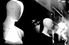 Mannequins VIII (Kike Marín.h) Tags: mannequins manikin maniquí maniquíes blancoynegro blackandwhite plasticpeople gentedeplastico escaparate mirror espejo retrato portrait