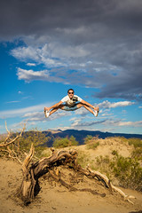 Petar (ivkovica) Tags: jump aroundtheworld sanddunes deathvalley california ca oldtree desert