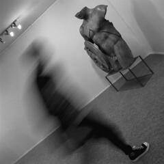 Motion (Julio López Saguar) Tags: juliolópezsaguar madrid españa spain ciudad city urban urbano blancoynegro blackandwhite película film madridvidamía madridmylife arco movimiento motion arte art