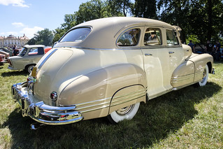 Pontiac Streamliner sedan