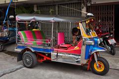 Tuk tuk maintenance (Thomas Mülchi) Tags: sathondistrict bangkok thailand 2018 photowalk bpg bangkokphotographersgroup people persons person man tuktuk krungthepmahanakhon th