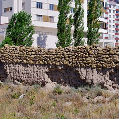 rock on earth (Ian Riley [on the right side of the fence]) Tags: asia turkey nigde niğde apartment building construction development old wall mud bricks stone blocks