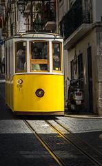 Platz da ich komme ! Straßenbahn Bica (jörg opfermann) Tags: sony ilce 7m2 fe 24240mm lissabon strasenbahm tram
