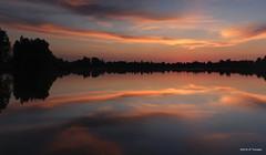Reflet d'un soir (jpto_55) Tags: panorama soir soleilcouchant crepuscule reflet xe1 fuji fujifilm fuji35mmf2 hautegaronne france lac étang nuage calme ciel paysage hugin gimp