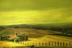Senza titolo. (Enzo Ghignoni) Tags: casa cipressi strada viale erba colline case