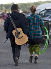 So Hip (stevedewey2000) Tags: dorset mudefordquay highcliffe street casual candid guitar hulahoops man woman couple boy girl streetphotography 43 34