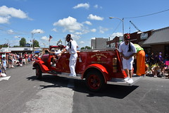 139th Annual 4th of July Parade (Adventurer Dustin Holmes) Tags: 2018 webstercounty missouri marshfieldmo marshfieldmissouri parade parades events independenceday outdoor 4thofjuly july4th annual 139th midwest aboubenadhem shriners directorsstaff firetruck fireengine red old antique 1922 modeltt fireextinguisher