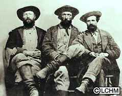 GN5221 (Lane County History Museum) Tags: lanecountyhistoricalmuseum lanecountyhistorymuseum vintage historicalphoto digitalcollection portraits groupportrait ranchers cattlemen settlers pioneers wagontrain oregonhistory