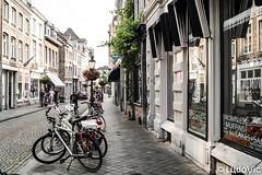 Dans les rues de Maastricht (Lцdо\/іс) Tags: maastricht netherlands rue street bycicle vélo travel life trip city citytrip limbourg limburg juin june 2018 voyage discover visit tourisme touriste tour lцdоіс