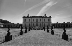Queens house, Greenwich (Westhamwolf) Tags: queens house london greenwich bw black white city england royalty maritime meridian naval college capital