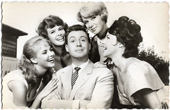 Peter Alexander, Gerlinde Locker, Uschi Siebert, Maria Sebaldt and Mara Lane in Ich bin kein Casanova (1959) (Truus, Bob & Jan too!) Tags: peteralexander peter alexander austrian schlager singer actor gerlindelocker gerlinde locker german actress uschisiebert uschi siebert mariasebaldt maria sebaldt maralane mara lane european filmstar cinema cine kino film picture screen movie movies schauspieler sänger darsteller filmster star vintage postcard briefkarte postkarte ansichtskarte carte postale cartolina tarjet postal briefkaart postkaart ansichtkaart ichbinkeincasanova 1959
