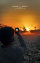 Esperando el atardecer (Amparo Garcia Iglesias) Tags: cabo san vicente portugal puestadesol atardecer luz modelo pablo garcia mar nubes vacaciones faro photos fotos amparo iglesias