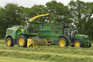 John Deere 8600 SPFH filling a Thorpe Trailer drawn by a John Deere 6155R Tractor