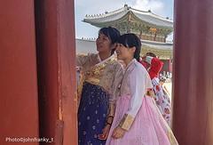 The smile  - Seoul  Korea (johnfranky_t) Tags: johnfranky t seoul seul korea costumi ragazze pagoda gonna camicetta samsung s7 hair capelli occhi bocca labbra girls blouse skirt marrone brown