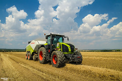 Square Bales | CLAAS (martin_king.photo) Tags: harvest harvest2018 ernte 2018harvestseason summerwork powerfull martin king photo machines strong agricultural greatday great czechrepublic welovefarming agriculturalmachinery farm workday working modernagriculture landwirtschaft martinkingphoto moisson machine machinery field huge big sky agriculture tschechische republik power dynastyphotography lukaskralphotocz day fans work place clouds blue yellow gold golden eos country lens rural camera outdoors outdoor claasteam team posing allclaaseverything bales squarebales summer neu claasaxion
