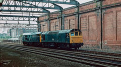 25 325 hauling 31 257 into Rugby. August 1985. (Marra Man) Tags: rugbystation rugby class311 class31 class25 class253 31257 25325