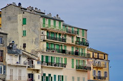 653 - Bastia sur le Vieux Port (paspog) Tags: bastia corse corsica façades toits facades roofs decken fassaden tuiles tiles balcons fenêtres volets balconies fenster windows balconen mai may 2018 france vieuxport