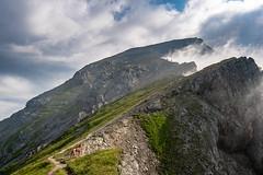 was für ein Abenteuer.... (F!o) Tags: vizsla karwendel sonnjoch alpen alps mountains ruffwear gramai gramaialm gramaihochleger wolken clouds sky