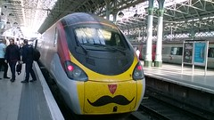 "Virgin Trains Pendolino 390008 ""Charles Rennie Mackintosh"" 19052018 (Rossendalian2013) Tags: virgintrains westcoast pendolino train highspeedtrain railway station manchester piccadilly class390 emu electricmultipleunit 390008 charlesrenniemackintosh alstom"