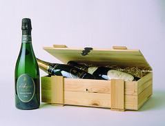 Cassetta legno con 3 Bottiglie d'Araprì (Sparkling Wines of Puglia) Tags: packaging pakaging confezioni spumante daraprì metodoclassico sparklingwine espumante