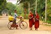 11-10-06 Myanmar (251) R01 (Nikobo3) Tags: asia myanmar burma birmania amarapura monywa culturas color social monjes monks rural street paisajeurbano travel viajes nikon nikond200 d200 nikon7020028vrii nikobo joségarcíacobo people gentes