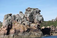 La sorcière, c'est le nom donné à ce rocher sculpté par l'érosion dans le granite rose de Bretagne, près de Perros-Guirrec. (chug14) Tags: lasorcière roche rocher graniterose perrosguirrec bretagne côte littoral