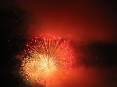 A Lesser Red-Toned Burst (Robb Wilson) Tags: pasadenacalifornia fireworksdisplay july4th coloradostbridge